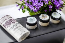 Nachshoppen auf: https://www.biobeautyboutique.com/schmidts-deodorant/schmidts-deocreme-fragrance-free
