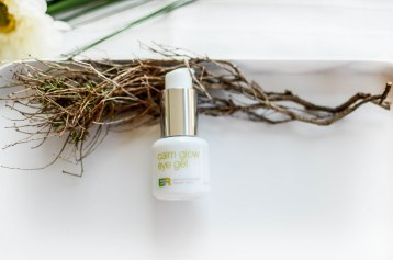 Nachshoppen auf: https://www.biobeautyboutique.com/coola-/coola-er-calm-glow-eye-gel