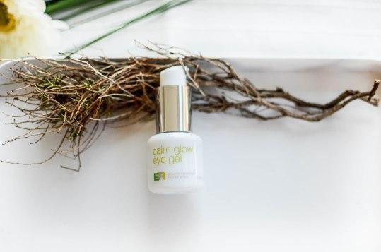 Nachshoppen auf: https://www.biobeautyboutique.com/coola-/coola-er-calm-glow-eye-gel